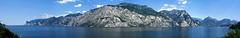 Panorama des Westufer des Lago di Garda von Tignale im Süden (Links) bis Riva und Torbole im Norden (Rechts). ©UdoSm