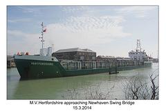 MV Hertfordshire approaching Newhaven Swing Bridge - 15.3.2014