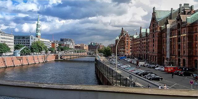 Hamburg, Zollkanal, St. Katharinen und Speicherstadt (090°)