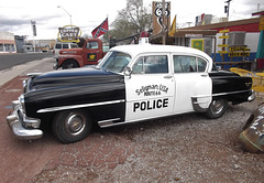 Police d'autrefois / Police car of yester years.