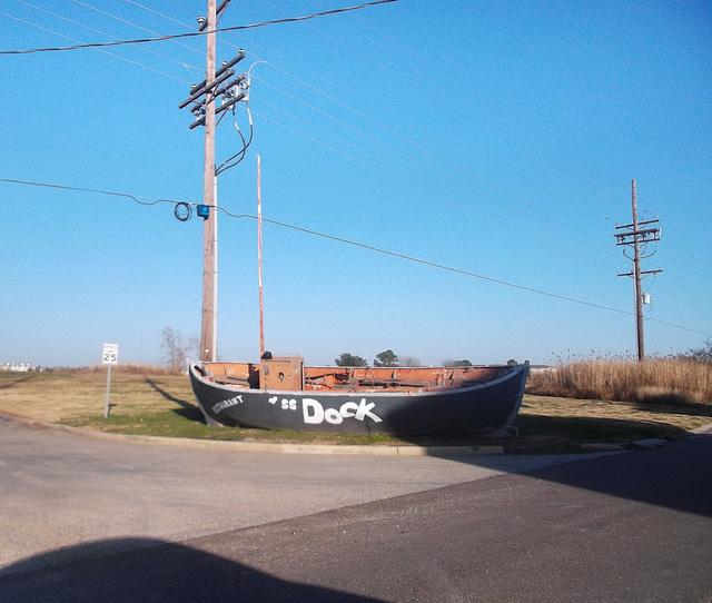 Barque gastronomique / Gourmet rowboat.