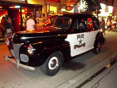 Police car of yester years / Police d'autrefois.