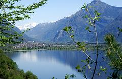 Lago d'Idro. Blick auf Ponte Caffaro am nördlichen Ende des Sees.  ©UdoSm