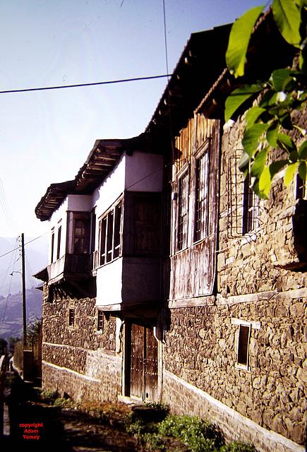 Overhanging windows
