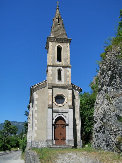 Une jolie église sur la route