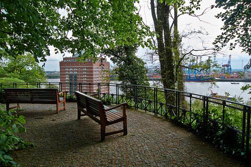 Aussichtspunkt oberhalb von Neumühlen -- elbblick-1180714-co-04-05-14