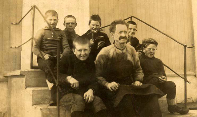 Shoemaker and pupils ca. 1925