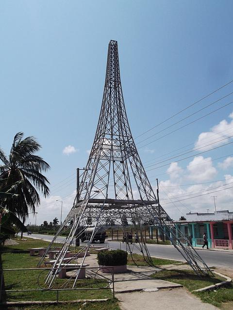 Tour Effel miniature à la cubana / Cuban Effel tower.