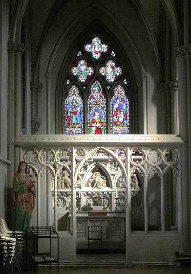 Side chapel.