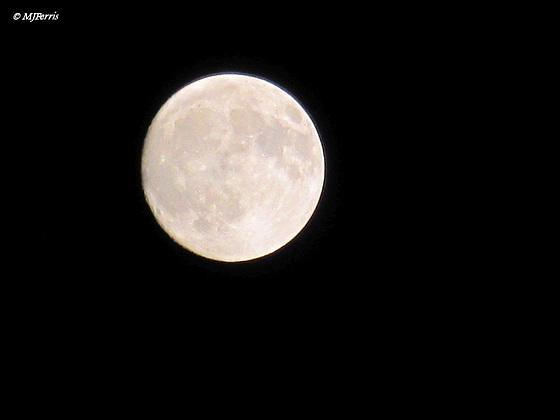 01 moon zoom