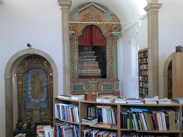 "Bookshop ""Ler Devagar"" (Slow Reading), at the São Tiago Church (II)"