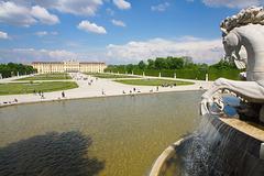 Schloss Schönbrunn vom Neptunbrunnen aus