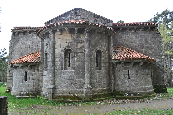 Abside de la Iglesia de San Miguel de Breamo.