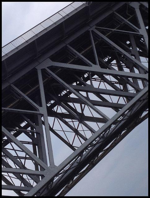 Under the bridge_04