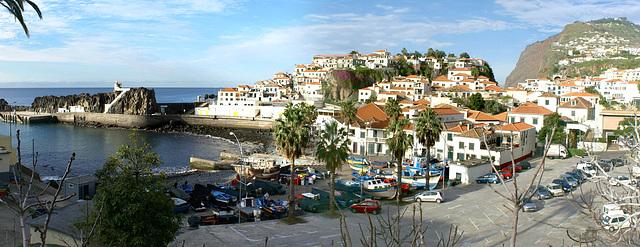 Madeira. Camara de Lobos und Cabo Girao rechts im Hintergrund. ©UdoSm