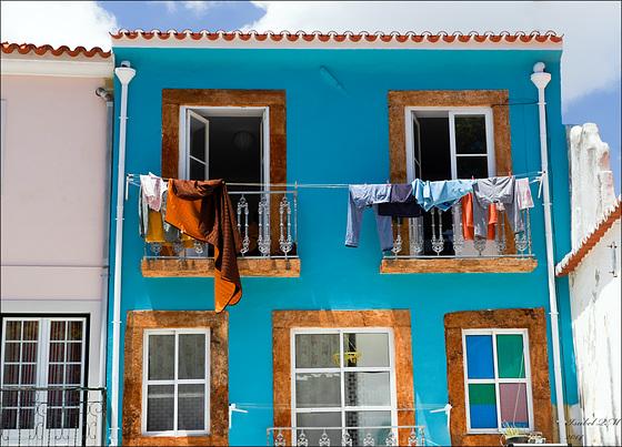 Setúbal, casa azul e estendal de roupa