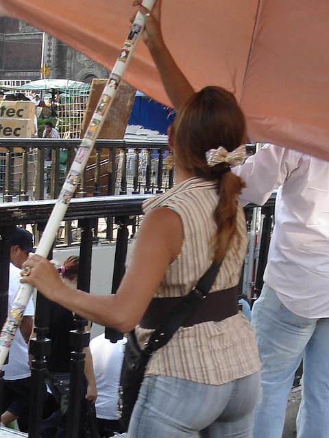 Parasol & talons hauts / High heels & parasol.