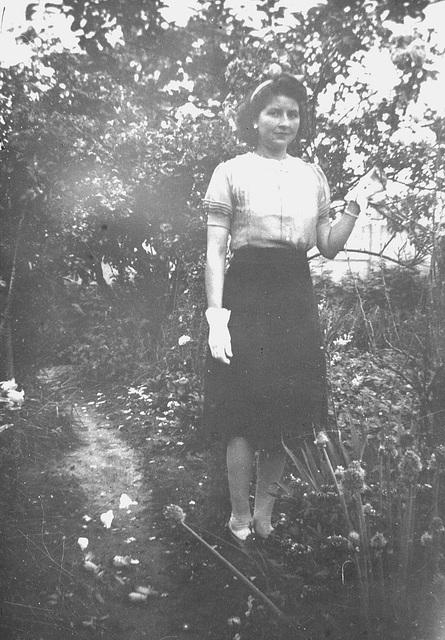 au temps où une femme ne se sentait pas habillée si elle ne portait pas de gants