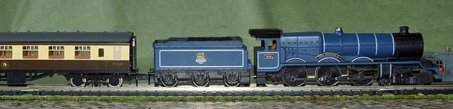 N gauge GWR King Class. King Richard II with coach