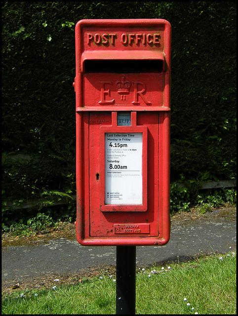 post box OX17 3