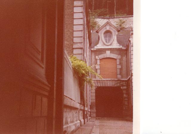 Poitiers, la cour de l'hôtel, 1972