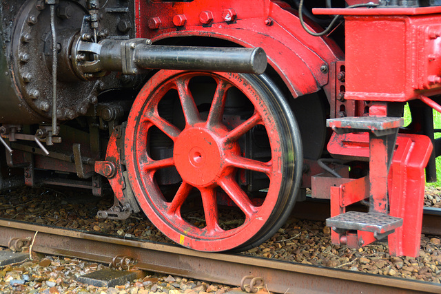 Dordt in Stoom 2014 – Wheel of the steam engine 01 1075