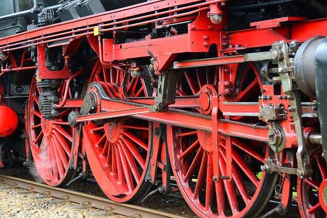 Dordt in Stoom 2014 – Drive wheels of the steam engine 01 1075