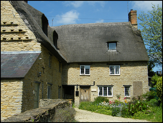 Aynho thatched houses