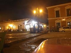 Fringale de soir sous le lampadaire / munchies evening under the lamppost.