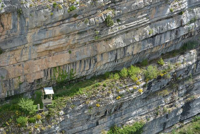 paroi sous le barrage de Castellane