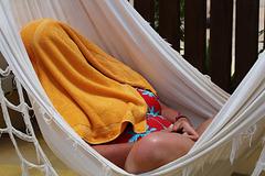 Monique se lance un énorme défi : sortir du hamac .....après la sieste .