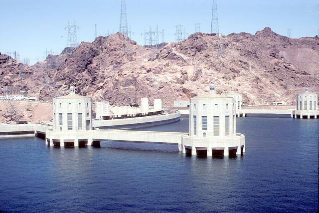 03-back_of_Hoover_Dam_ig_adj
