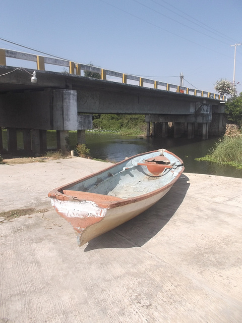 Bridge & rowboat eyesight / Pont & chaloupe.
