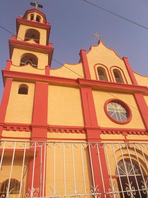 Édifice de culte électrisant / Electrifying worship building