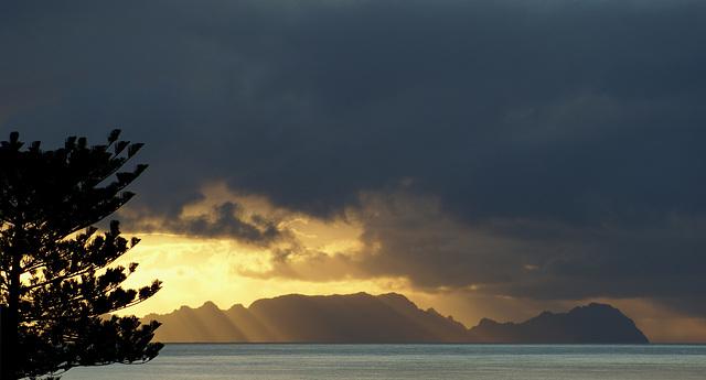 Die Nachbarinsel Teneriffa im ersten Morgenlicht... ©UdoSm