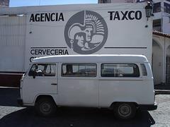 Agencia Taxco VW van.