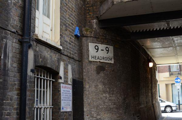 "9' - 9"" Headroom"
