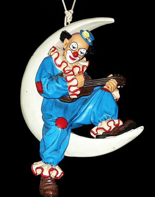 Au clair de la lune , mon ami Pierrot , prête-moi ta plume , pour écrire un mot .......