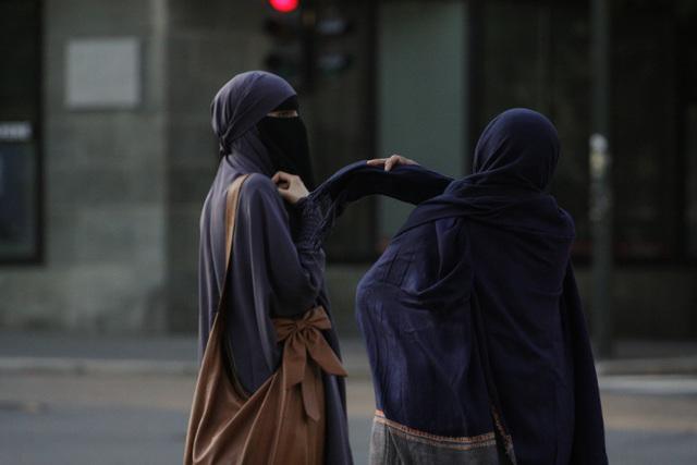 sweet niqabi girl