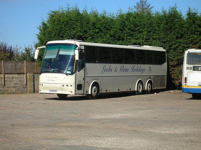 DSCN1104 Burtons Coaches LG05 BCL