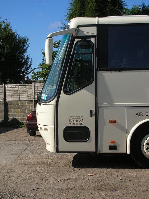 DSCN1105 Burtons Coaches LG05 BCL