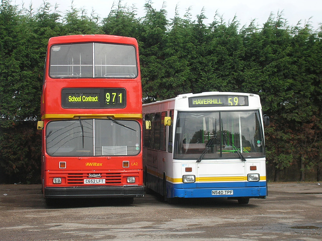 DSCN1109 Wiltax C652 LFT and Burtons Coaches N540 TPF