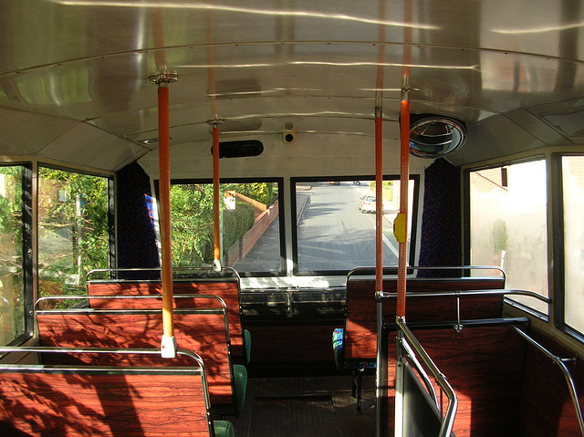 DSCN1232 Burtons Coaches H683 GPF