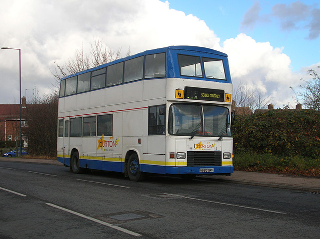 DSCN1234 Burtons Coaches H683 GPF