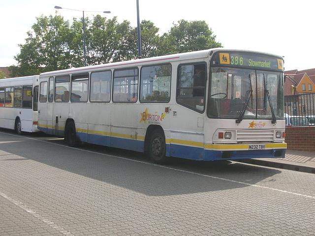 DSCN5653 Burtons Coaches M232 TBV