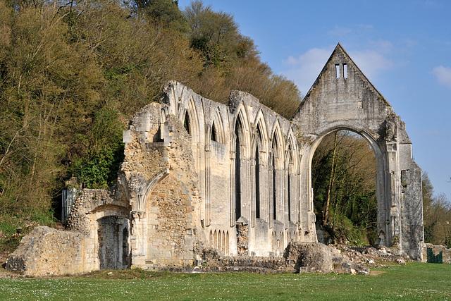 Ruines du prieuré de la Ste-Trinité à Beaumont-le-Roger