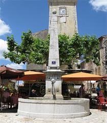 Fontaine d'AIGUINES  (83)