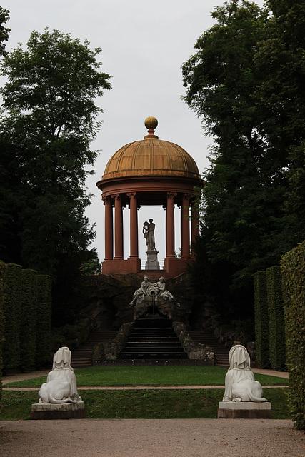 Apollotempel mit Najadenbrunnen