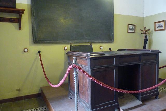 Baeza, la mesa  donde el  poeta Antonio Machado daba sus clases de literatura francesa en 1912