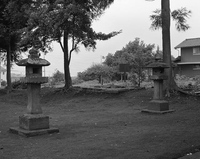 Twin lanterns